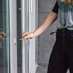 kwmobile Porte-clés yoyo - Porte-badge enrouleur rétractable - Clip ceinture mousqueton - Carte identité visiteur - Employé infirmier entreprise de la marque kwmobile image 1 produit