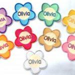 Love2Embroider Patch fleur nominatif personnalisé à coudre ou fixer au fer à repasser 7 x 7 cm de la marque Love2Embroider image 1 produit